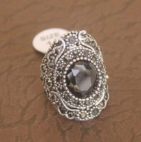 Victorian Finger Ring Black, Size 16