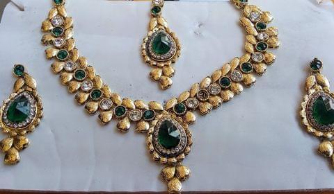 Green Jewelry Set Earrings Gold Tone Mangtikka  Kundan