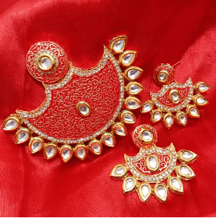 High Quality Kundan Pendant With Meenakari Work Red Wirh White Color 3' Inches 1 Set (Pendant With Earring)