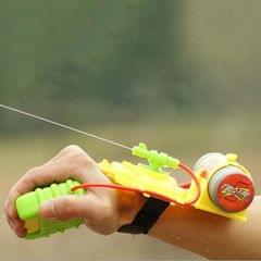 Children Summer Beach Toys Educational Water Fight Pistol Swimming Wrist Water Guns (Mixed color)