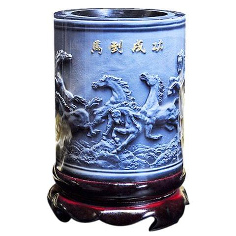 Top-grade Crystal Resin Material Eight Running Horses Embossed Pattern Ornaments Drum Shape Rotation Pen Holder